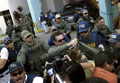 FBI official pepper-sprays journalists in San Juan