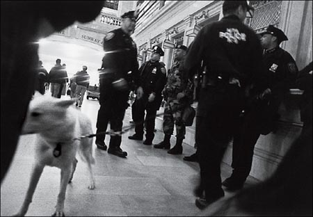 Police, army at Grand Central Station, Apriol 2004