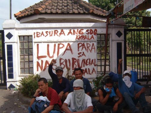 Protesters at Hacienda Luisita, Philippines, November 2004.