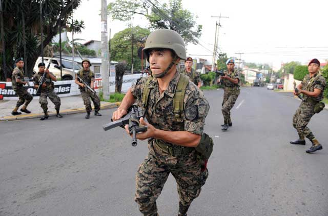 Elite troops surround the home of Honduran president Manuel Zelaya on the morning of June 28.