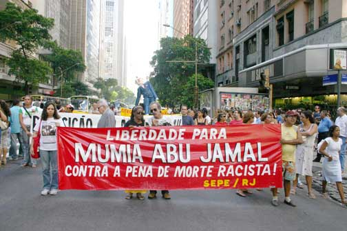 'Freedom for Mumia – Down with the Racist Death Penalty!' Banner of the SEPE teachers union in Rio de Janeiro, April 2008. (Photo: Vanguarda Operária)