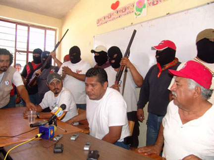 The paramilitary group led by Humberto             Alcalá Betanzos (center), the founder of Section 59 of the             SNTE and PRI politician in Lalloaga, Oaxaca (2009).